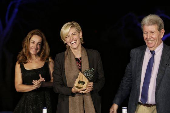 Carlota Pederson nieta piglia recoge el premio